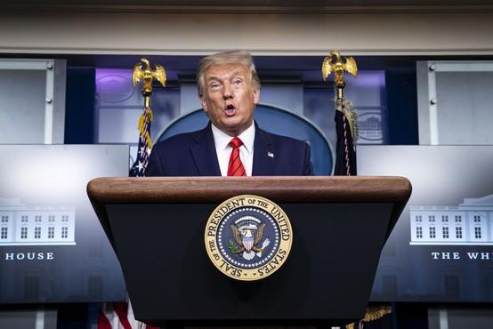 Trump je odkril emotikone na Twitterju (nekateri pa v tem vidijo slabo znamenje)