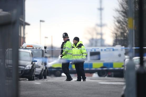 Napada z noži v Birminghamu in Londonu, ena oseba umrla
