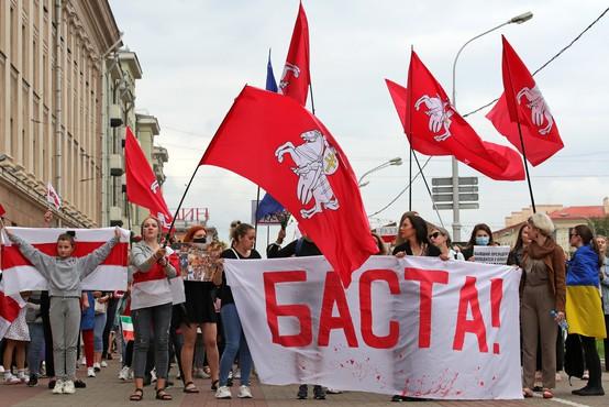 Kljub grožnjam in aretacijam na tisoče Belorusov protestira