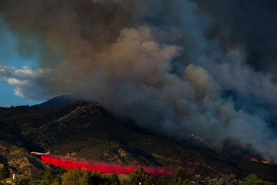 V Kaliforniji ogrožene ljudi iz požara rešujejo s helikopterji