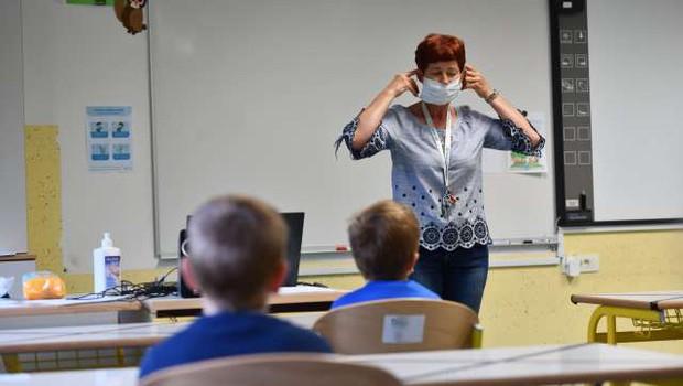 Ministrstvo vzpostavlja aplikacijo za spremljanje odrejenih karanten v vzgoji in izobraževanju (foto: Tamino Petelinšek/STA)