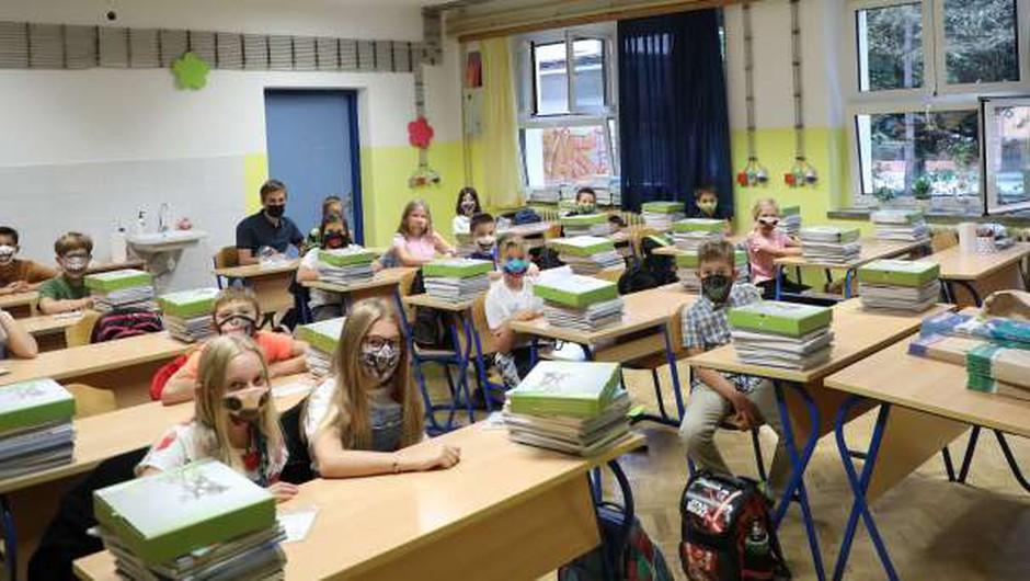 Na Hrvaškem 117 novih okužb, večina šol danes odprla vrata (foto: Hina/STA)