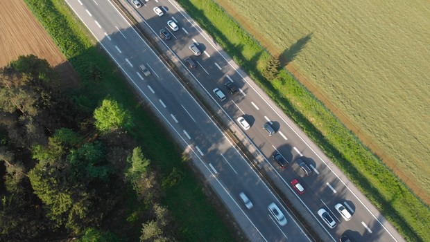 Na gorenjski avtocesti pri Kranju v smeri proti Ljubljani začetek obsežnejših obnovitvenih del (foto: Shutterstock)