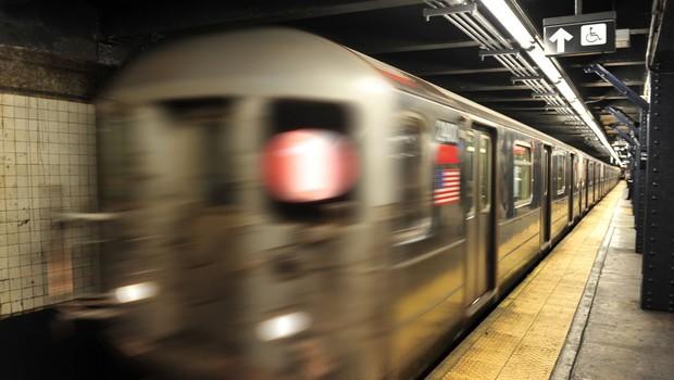 Pred očmi očividcev je v New Yorku poskusil posiliti žensko, pa ga ni nihče ustavil (foto: profimedia)