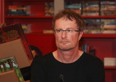 Med plezanjem v Loški steni na Bovškem se je huje poškodoval pisatelj Tadej Golob