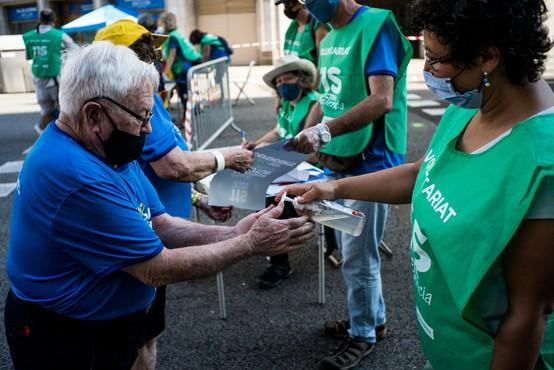 Drugi val okužbe v Španiji niza visoke številke, a je smrtnost veliko nižja