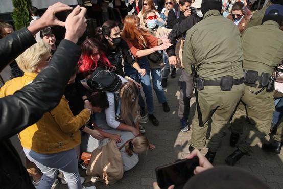 """Protest v Minsku na pojenja, policija in vojska ostro nad """"upornike"""""""