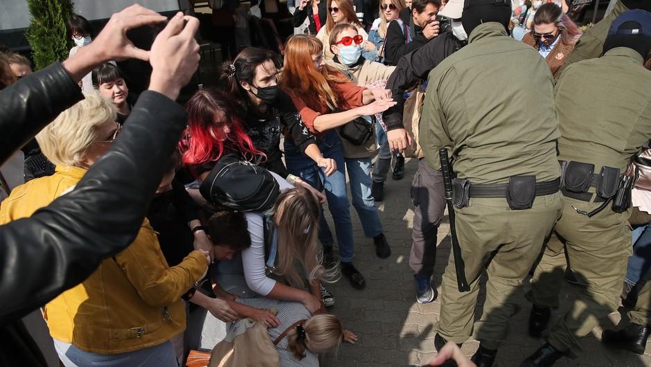 """Protest v Minsku na pojenja, policija in vojska ostro nad """"upornike"""" (foto: profimedia)"""