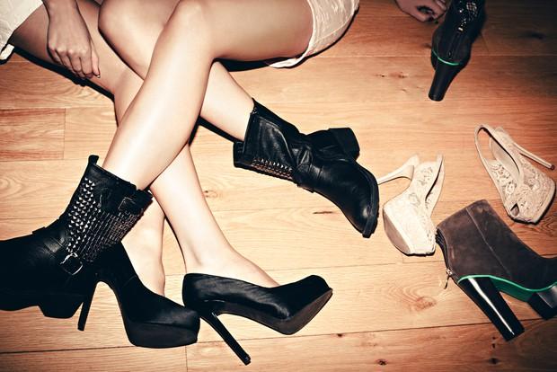 Strokovnjaki opozarjajo: Čevljev nikoli ne hranite v stanovanju (ali v omari)! (foto: Shutterstock)