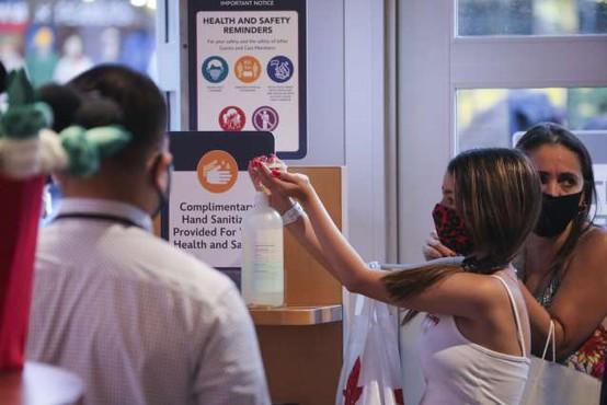 Odziv na pandemijo koronavirusa oslabil podobo ZDA v svetu