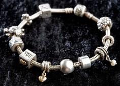 Vam je najljubši srebrni nakit počrnel? S temle trikom bo spet zasijal!
