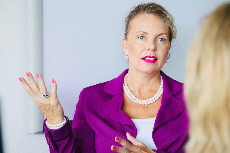 mag. Irena Deželak je priljubljena mednarodna predavateljica.