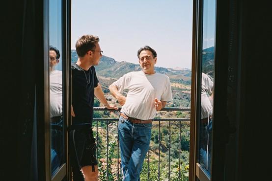 Film Paradiso nas popelje na jug Italije in pokaže, kako bogat je pravzaprav skromen obstoj
