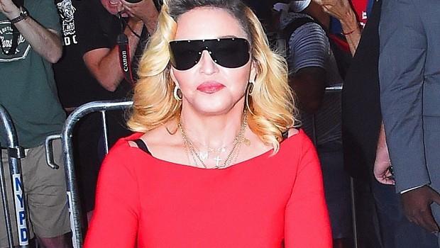 Madonna bo režirala film o svojem življenju (foto: Profimedia)