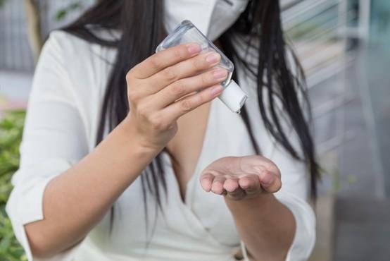V Sloveniji rekordno tako število testov kot število okuženih