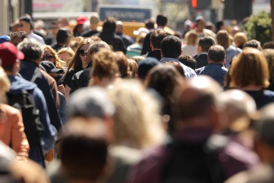 Vsake štiri dni milijon novih okuženih, skupno število v svetu preseglo 30 milijonov