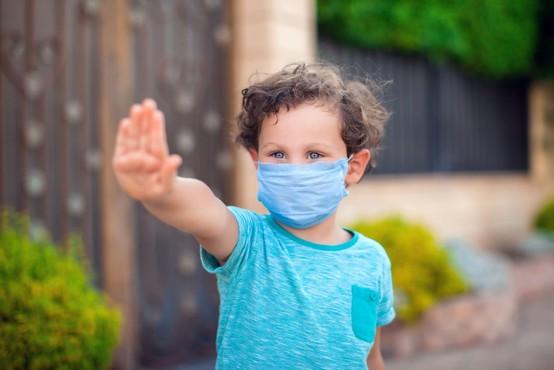 V Sloveniji novih 111 okužb in ena smrt