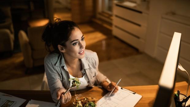 Kako se izogniti nabiranju kilogramov, če delate od doma? (foto: Shutterstock)