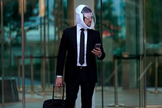 So vam zaščitne maske neudobne? Morda vas prepriča ta prav posebna čelada.