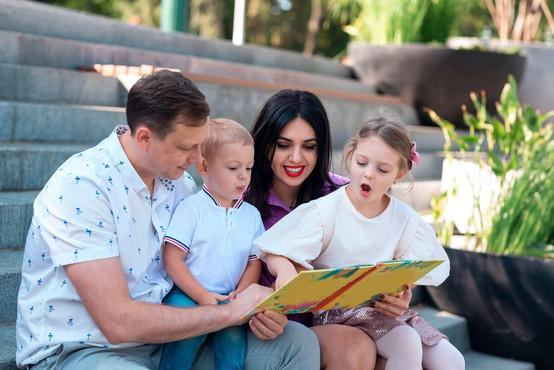 Izobrazba in poklicna dejavnost staršev precej vplivata na bodoči materialni položaj njihovih otrok