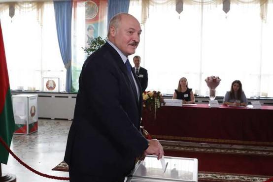 Lukašenko na skrivaj prisegel za šesti mandat