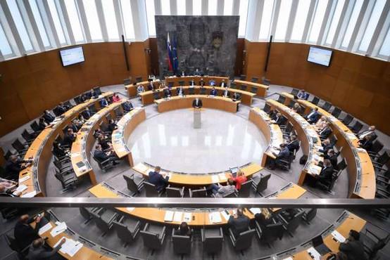 DZ potrdil rebalans; odhodki zaradi epidemije večji za tri milijarde evrov