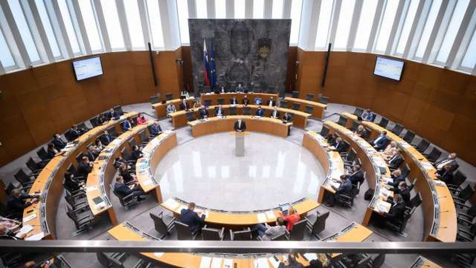 DZ potrdil rebalans; odhodki zaradi epidemije večji za tri milijarde evrov (foto: Nebojša Tejić/STA)