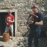 Čar glasbenih izletov je živa glasba v avtentičnem okolju (foto: Urbana Vrana Press)