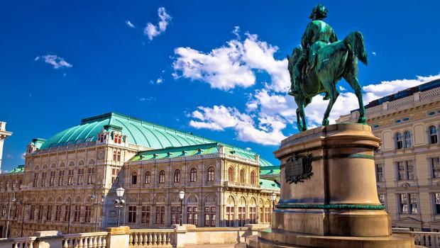 Avstrija prihodnje leto brez največjega družabnega dogodka, opernega plesa (foto: Profimedia)