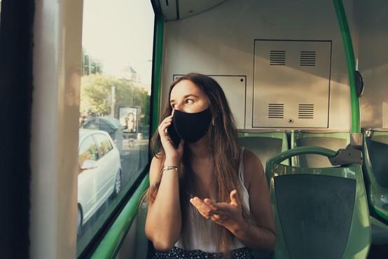 So mladoletnico zares policisti zvlekli z avtobusa zaradi nenošenja maske?