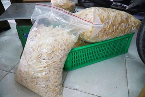 V Vietnamu prijeli skupino prodajalcev že uporabljenih kondomov