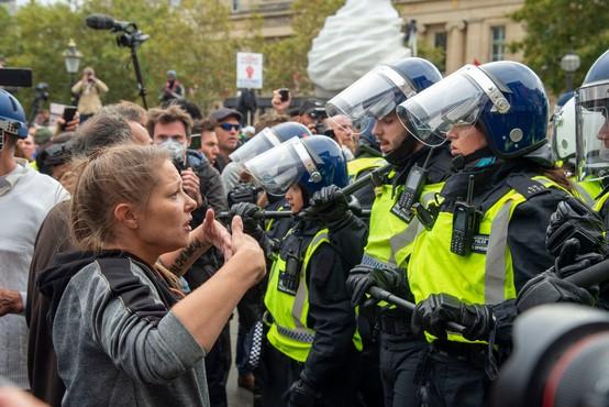 Londonska policija prekinila protest in s silo razgnala ljudi