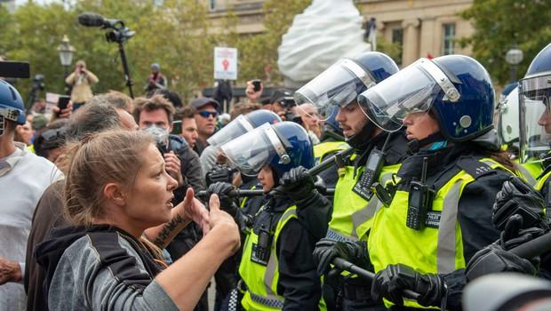 Londonska policija prekinila protest in s silo razgnala ljudi (foto: profimedia)