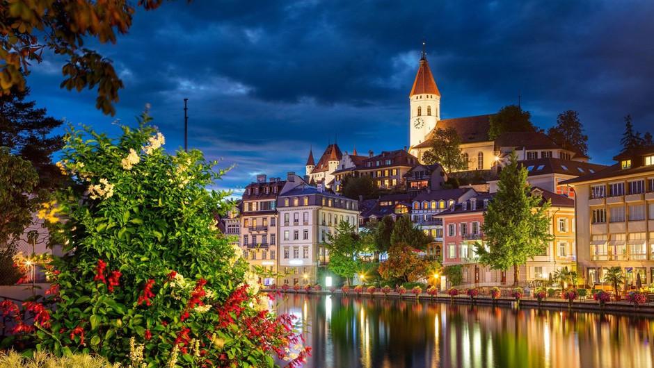 Švicarji na referendumu proti omejitvam priseljevanja in za očetovski dopust (foto: profimedia)
