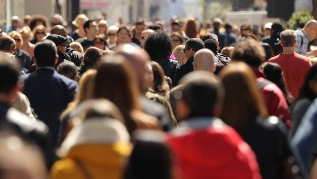 Covid-19 po svetu zahteval že več kot milijon življenj, polovico v ZDA, Braziliji in Indiji (foto: Shutterstock)