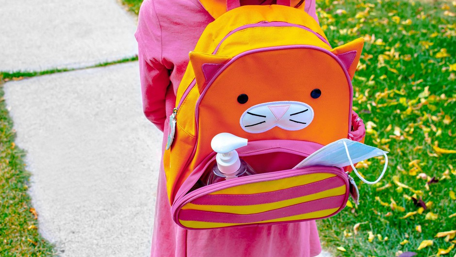 Po napovedih Bregantove se pripravlja omilitev nošenja mask v šolah (foto: Profimedia)