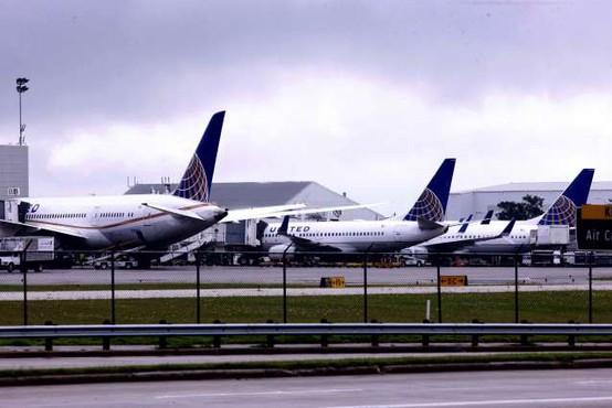 Ameriške letalske družbe na čakanje pošiljajo več deset tisoč zaposlenih