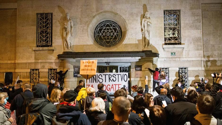 Redni petkov protest tokrat namenjen zdravstvu (foto: profimedia)