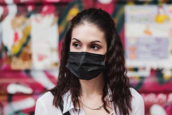 Rekordno število okužb razen v Sloveniji potrdili tudi v več drugih državah
