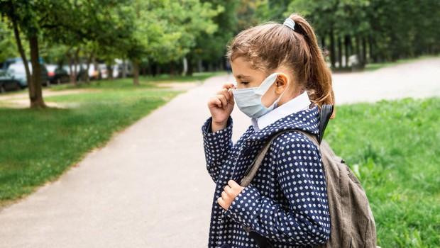 Otrokom v vrtcih in šolah po novem ne bo treba nositi mask (foto: profimedia)
