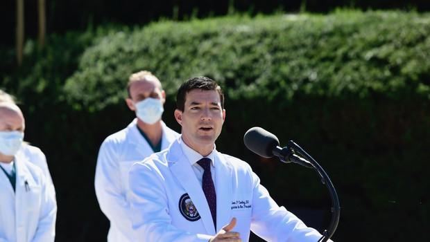 Uradno se Donald Trump počuti dobro in bo delal iz bolnišnice (foto: profimedia)