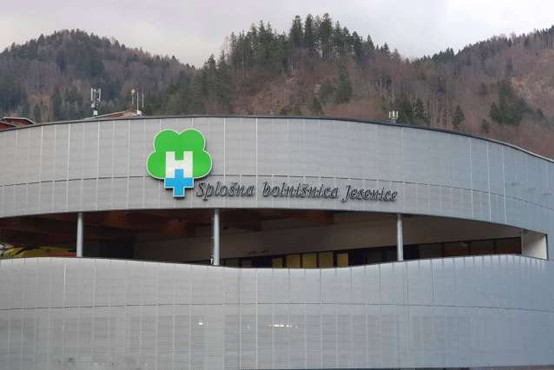 Zaradi izpada kadra so zaprli tri oddelke Jeseniške bolnišnice
