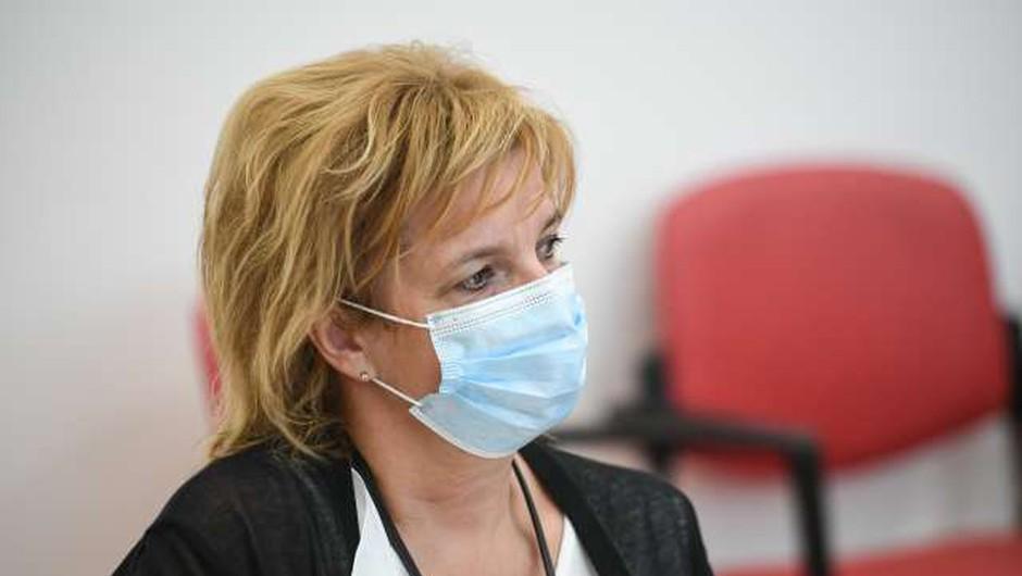 Zdravstvo je po kapacitetah pred tem, da bo moralo začeti odpovedovati manj nujne bolnike, da bi oskrbeli bolnike s covidom-19 (foto: Nebojša Tejić/STA)