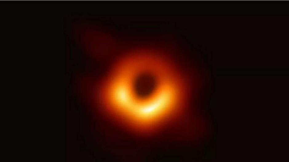 Letošnja Nobelova nagrada za fiziko za odkritja o črni luknji (foto: The Event Horizon Telescope)