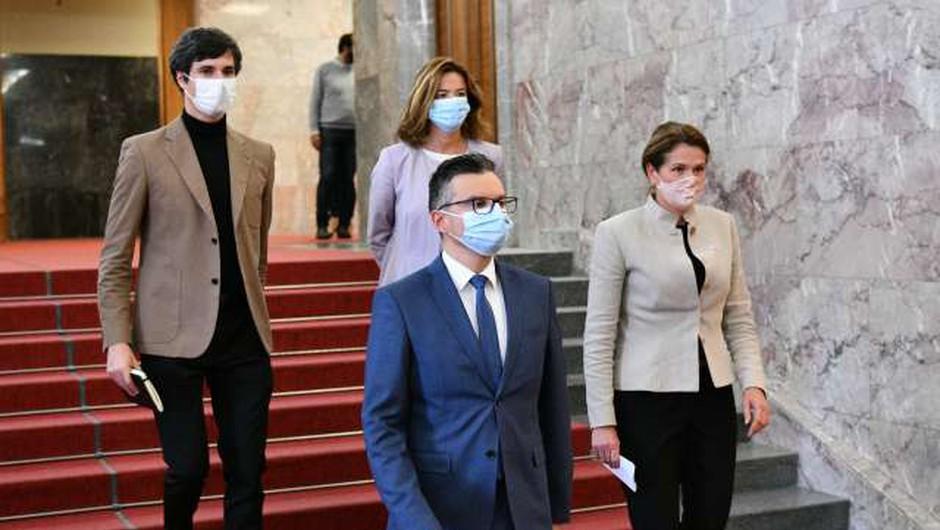 Opozicija se povezuje z Damijanom za alternativno vlado; Janša: Gre za norčevanje iz ustavne ureditve (foto: Tamino Petelinšek/STA)