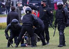 Varnostne sile v Minsku nad protestnike z vodnimi topovi in šok granatami
