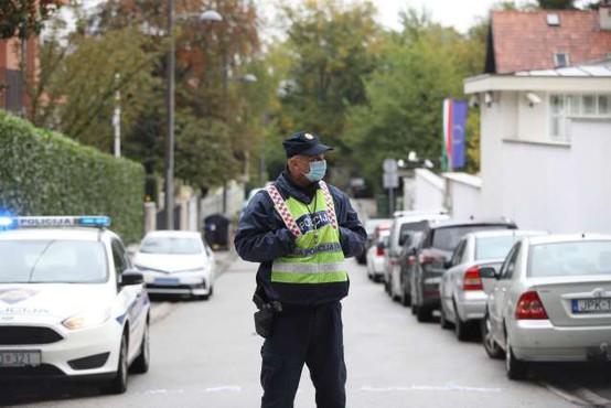 Napadalec z brzostrelko streljal na policista, ki je stražil pred poslopjem hrvaške vlade