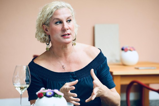 """Ana Roš: """"Sem ena tistih precej ciganskih mam in sem ju (tudi) vzgajala tako"""""""