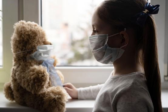 Otroci niso nič manj kužni pri prenosu koronavirusa kot odrasli, kaže nemška študija