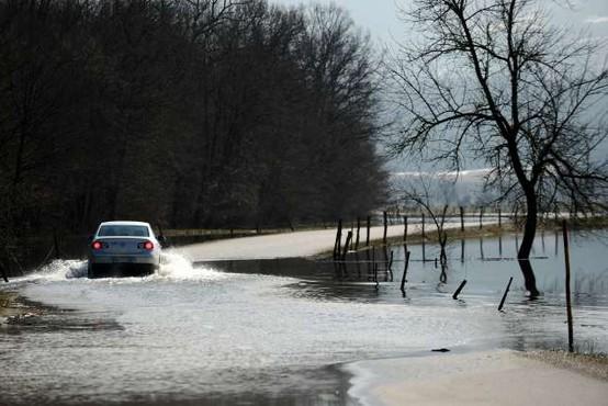 Reke bodo naraščale, poplavljalo bo tudi morje